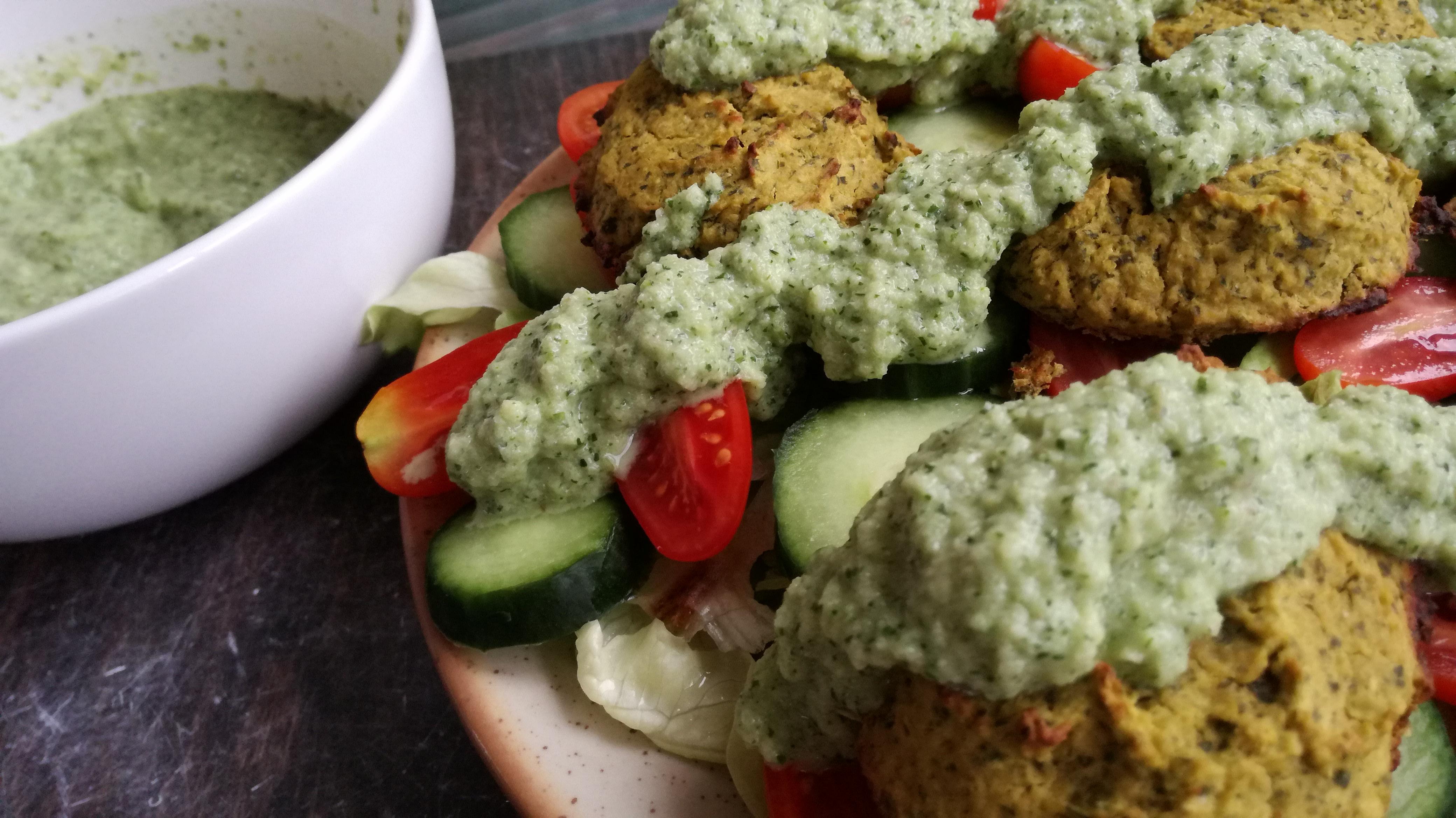zoom falafels sauce tahini sur crudités vegan et sans gluten médical médium compatible