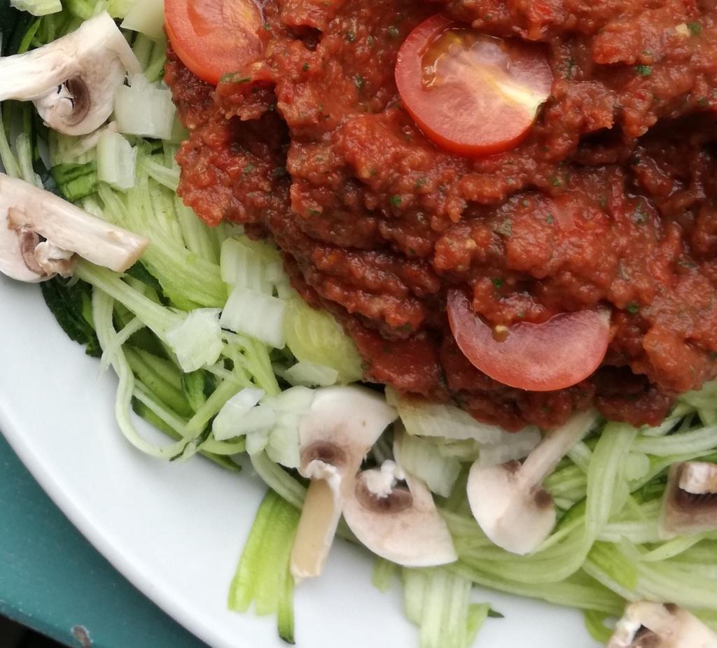 zoom spaghettis de courgette à la bolognaise crue vegan et sans gluten médical médium compatible