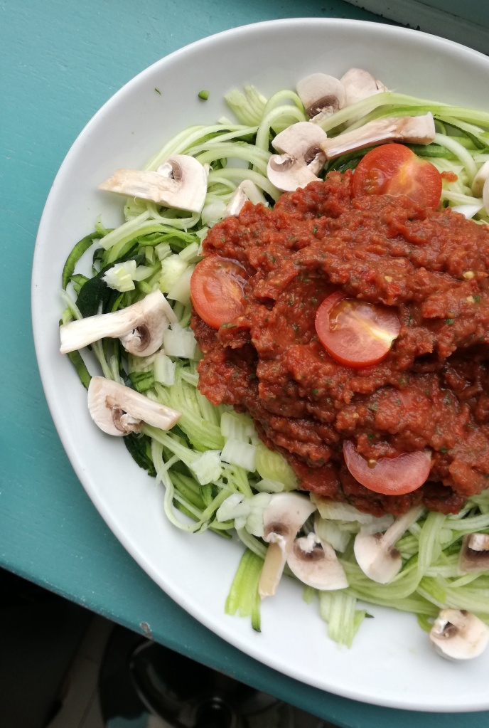 spaghettis de courgette à la bolognaise crue vegan et sans gluten médical médium compatible