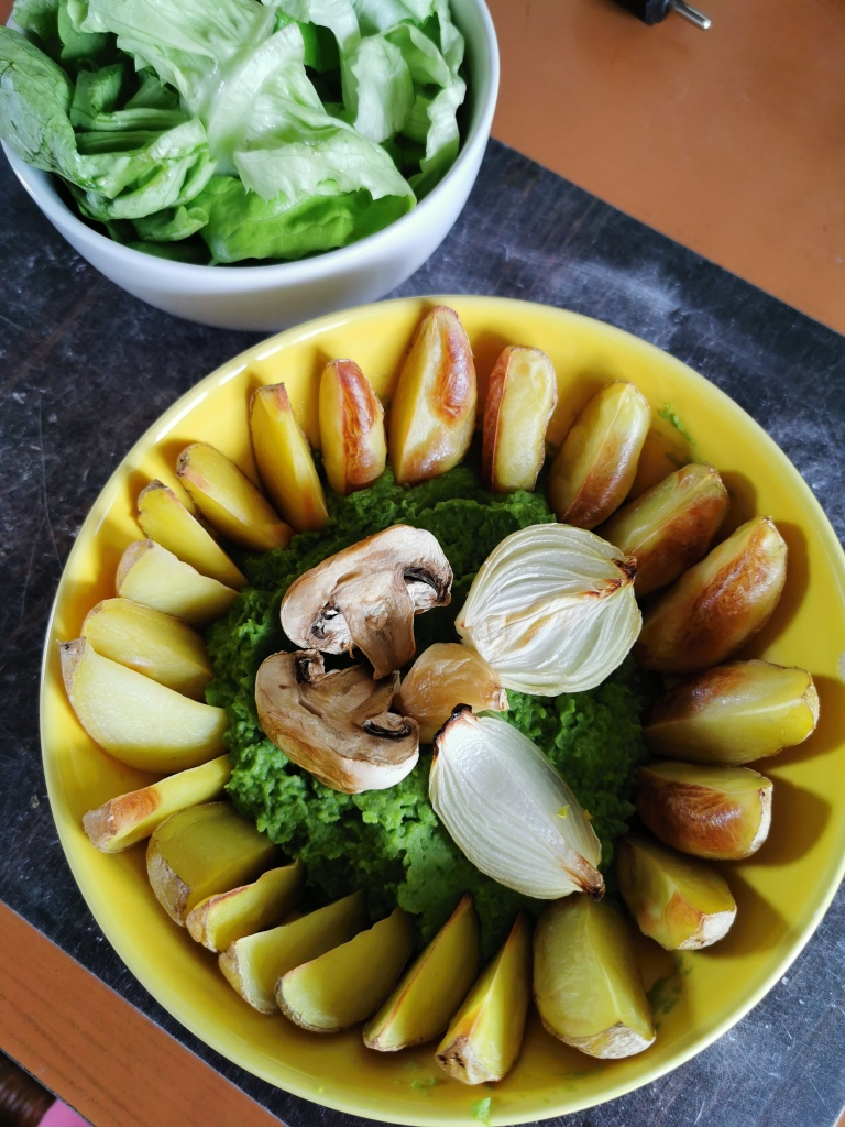 purée de pied de brocoli et pois cassé avec potatoes au four vegan et sans gluten médical médium compatible