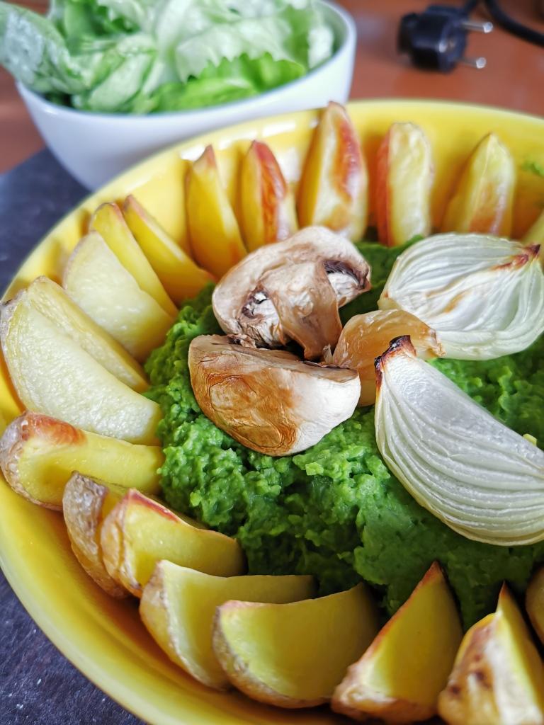 zoom purée de pied de brocoli et pois cassé avec potatoes au four vegan et sans gluten médical médium compatible