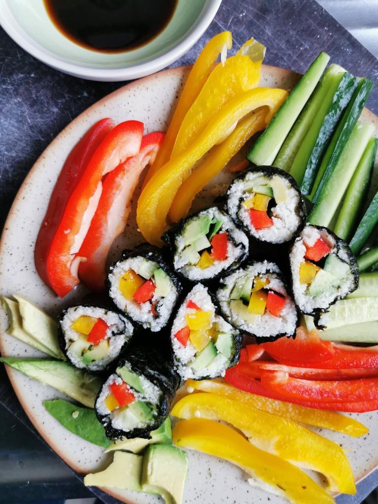 makis crus au riz de chou-fleur vegan et sans gluten médical médium compatible