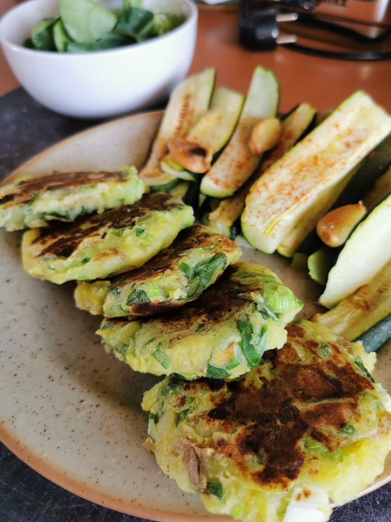 zoom rangée de galettes de pommes de terre aux cébettes vegan et sans gluten médical médium compatible