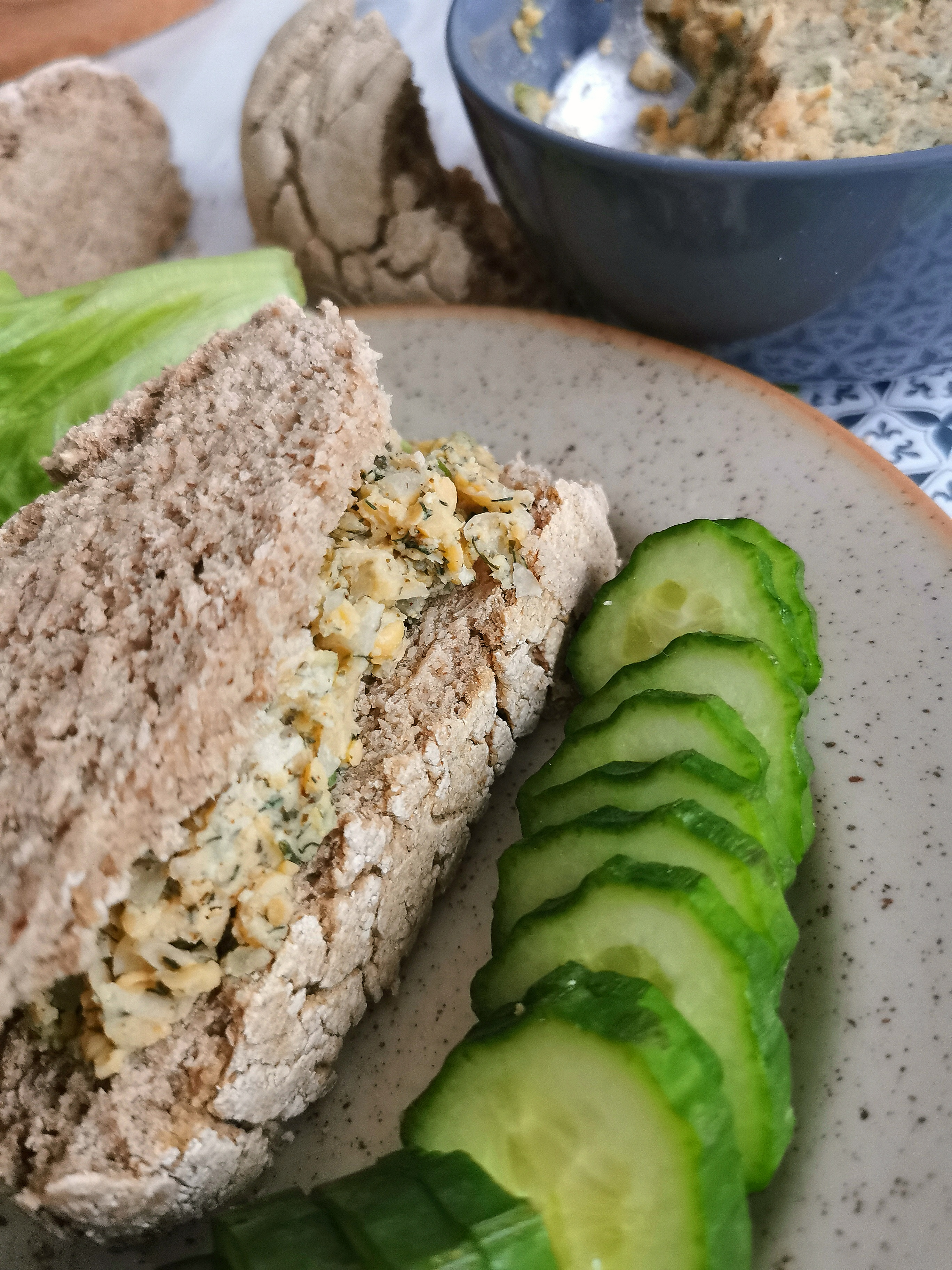 """2 tranches de pain sans gluten avec """"thon"""" vegan au pois chiche médical médium"""